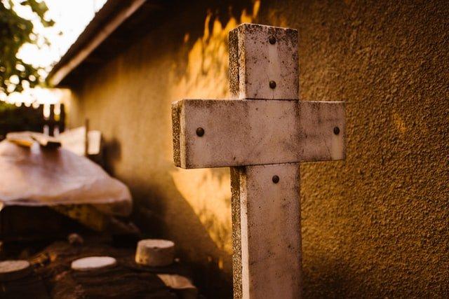 Krzyż, trumna